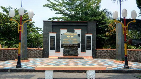 Tugu Gempa Padang
