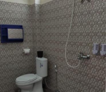kamar mandi salamah homestay
